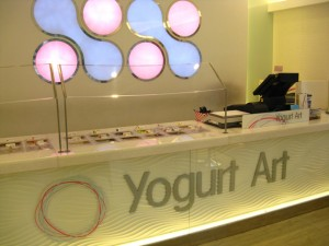 All neo-frozen yogurt stores have the same kind of solid color, white, open space design.